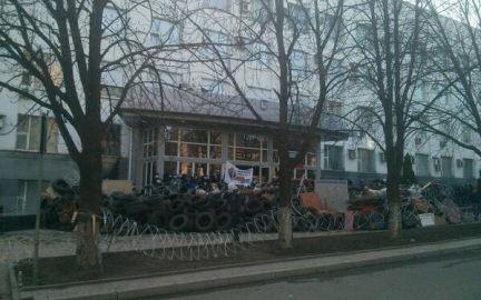 Озброєні проросійськи сепаратисти захопили адмінбудівлі